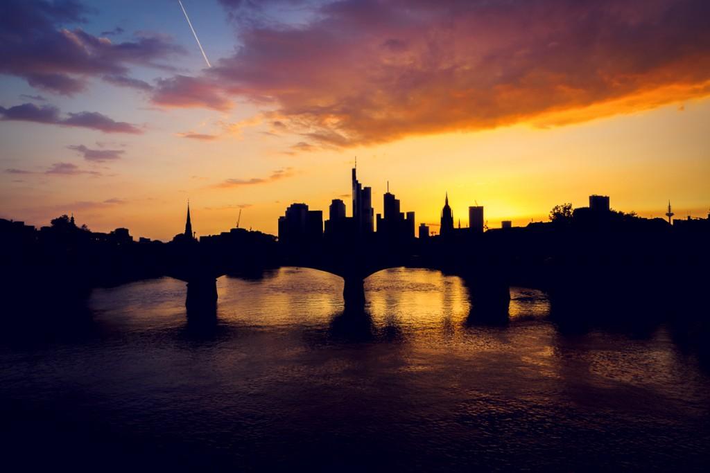 Silhouette der Frankfurter Skyline.