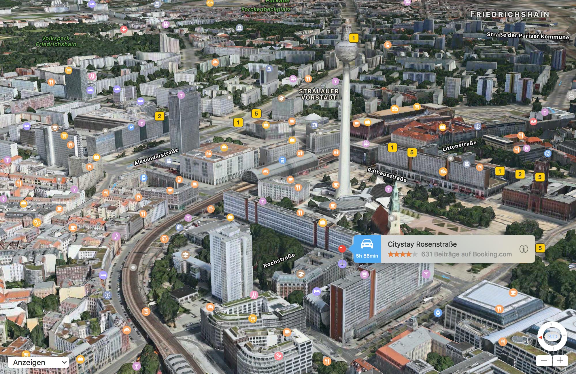 Screenshot der Karten-App auf dem MacBook mit 3D-Ansicht des Berliner Fernsehturms.
